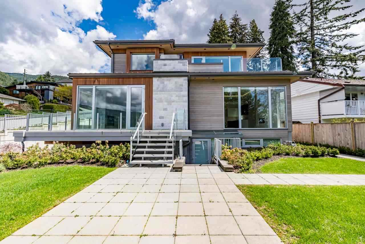 Detached at 4367 CHELSEA CRESCENT, North Vancouver, British Columbia. Image 5
