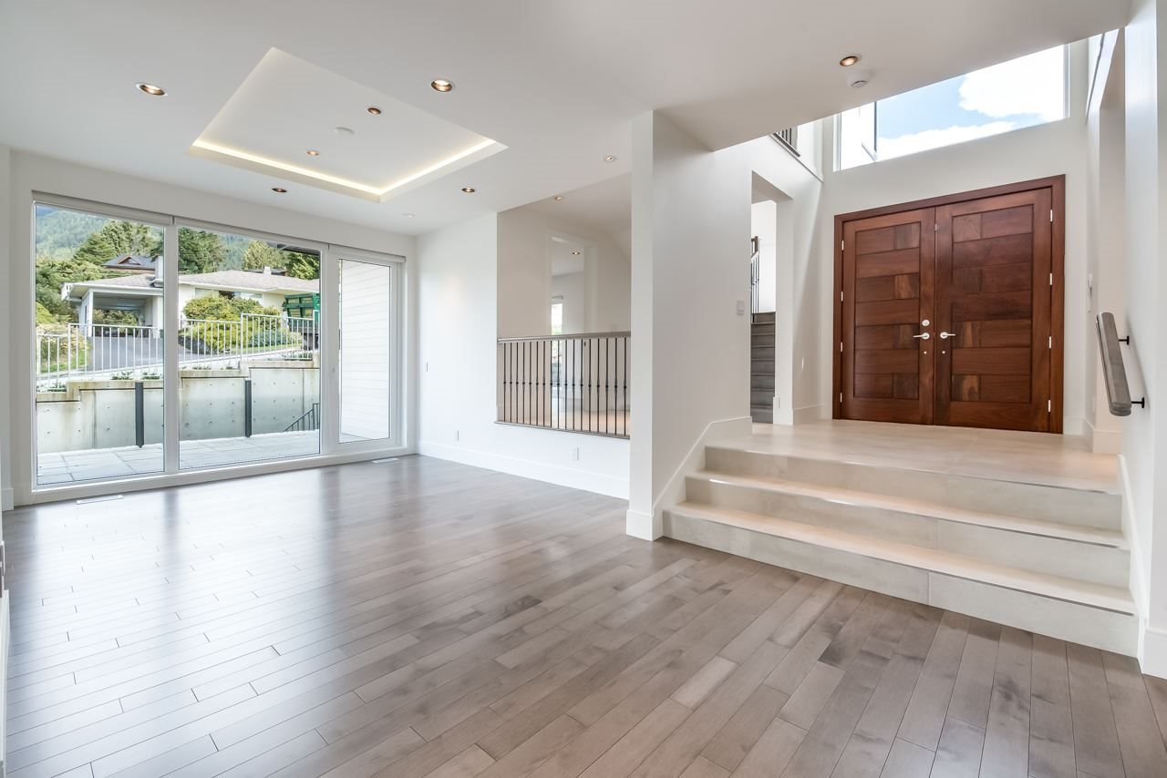 Detached at 4367 CHELSEA CRESCENT, North Vancouver, British Columbia. Image 6