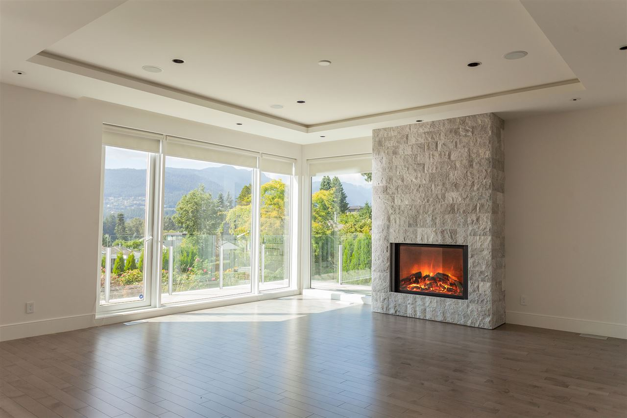 Detached at 4367 CHELSEA CRESCENT, North Vancouver, British Columbia. Image 7