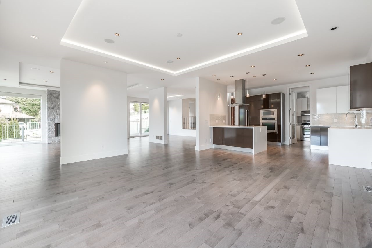 Detached at 4367 CHELSEA CRESCENT, North Vancouver, British Columbia. Image 9