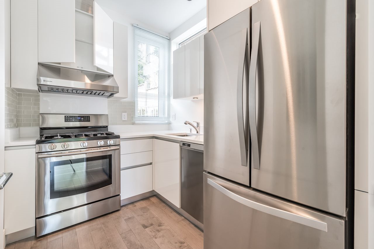 Detached at 4367 CHELSEA CRESCENT, North Vancouver, British Columbia. Image 11
