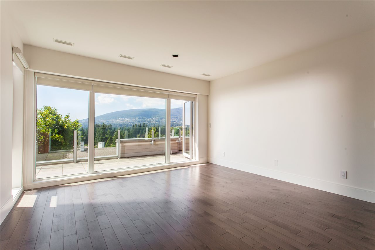 Detached at 4367 CHELSEA CRESCENT, North Vancouver, British Columbia. Image 13