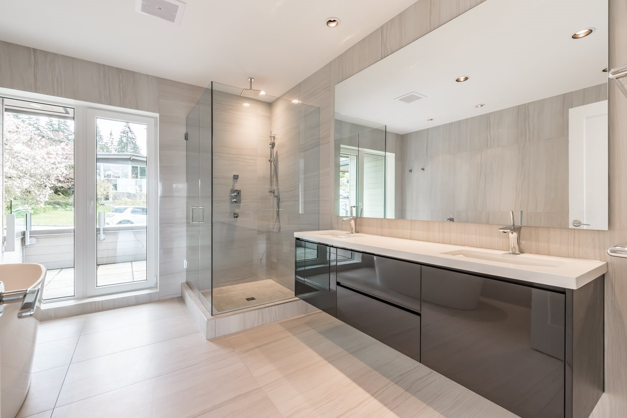 Detached at 4367 CHELSEA CRESCENT, North Vancouver, British Columbia. Image 14