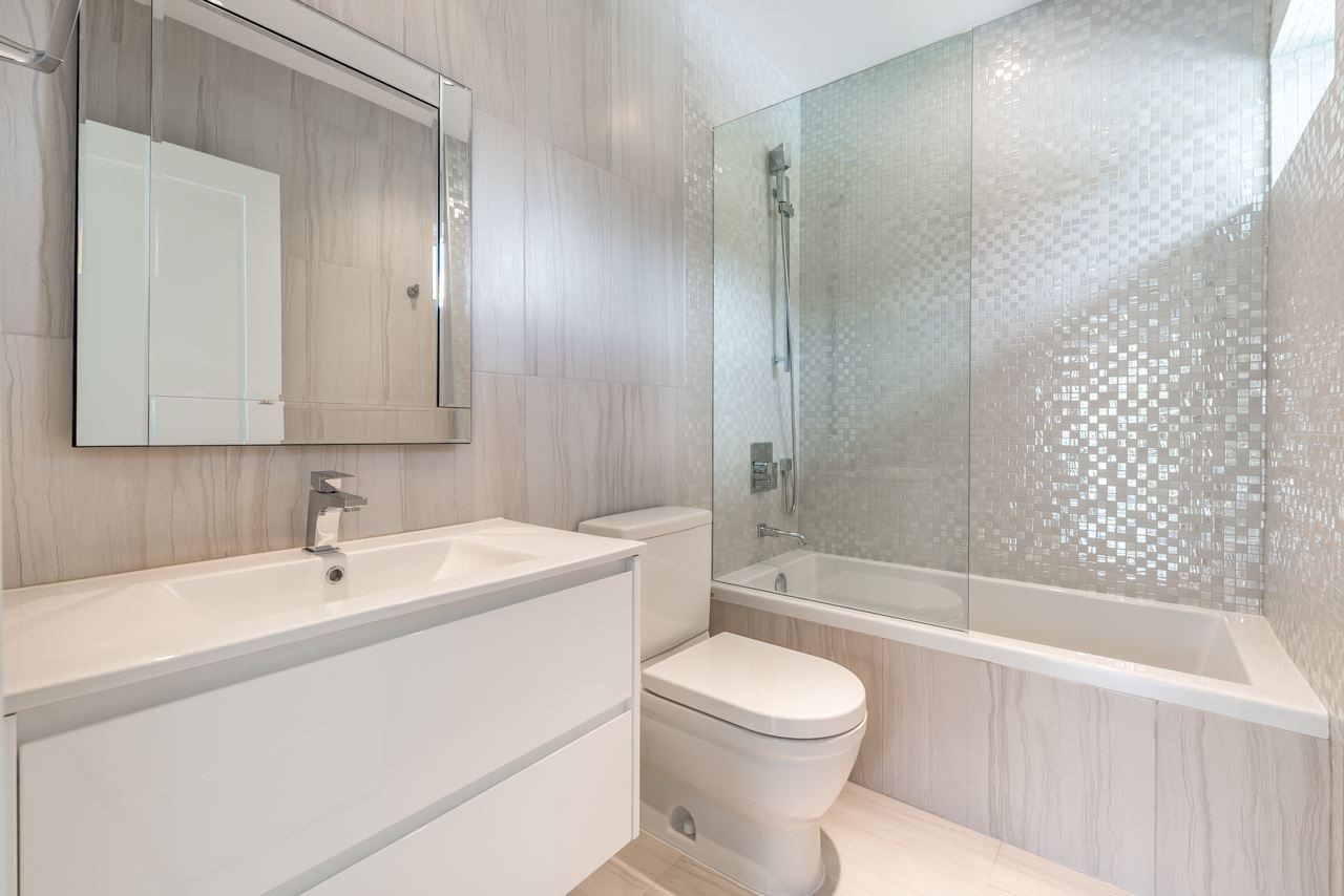Detached at 4367 CHELSEA CRESCENT, North Vancouver, British Columbia. Image 17