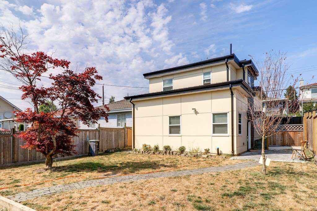 Detached at 585 E 63RD AVENUE, Vancouver East, British Columbia. Image 17