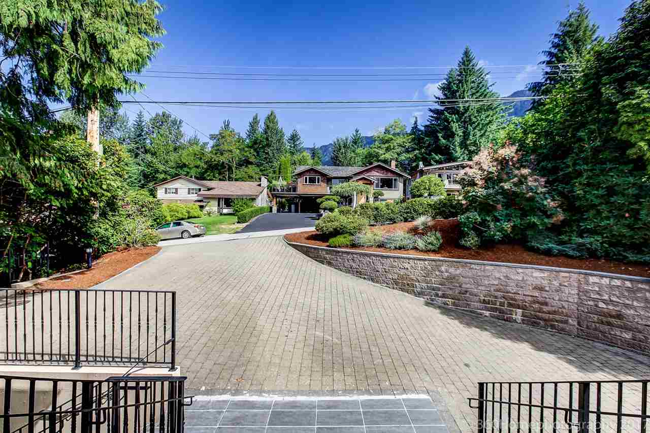 Detached at 1041 PROSPECT AVENUE, North Vancouver, British Columbia. Image 1