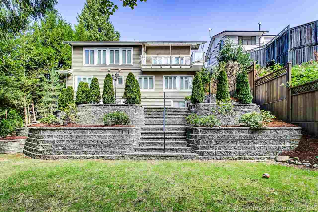 Detached at 1041 PROSPECT AVENUE, North Vancouver, British Columbia. Image 2