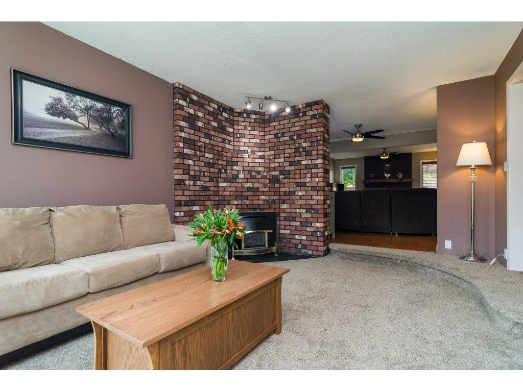 Detached at 19750 50A AVENUE, Langley, British Columbia. Image 4