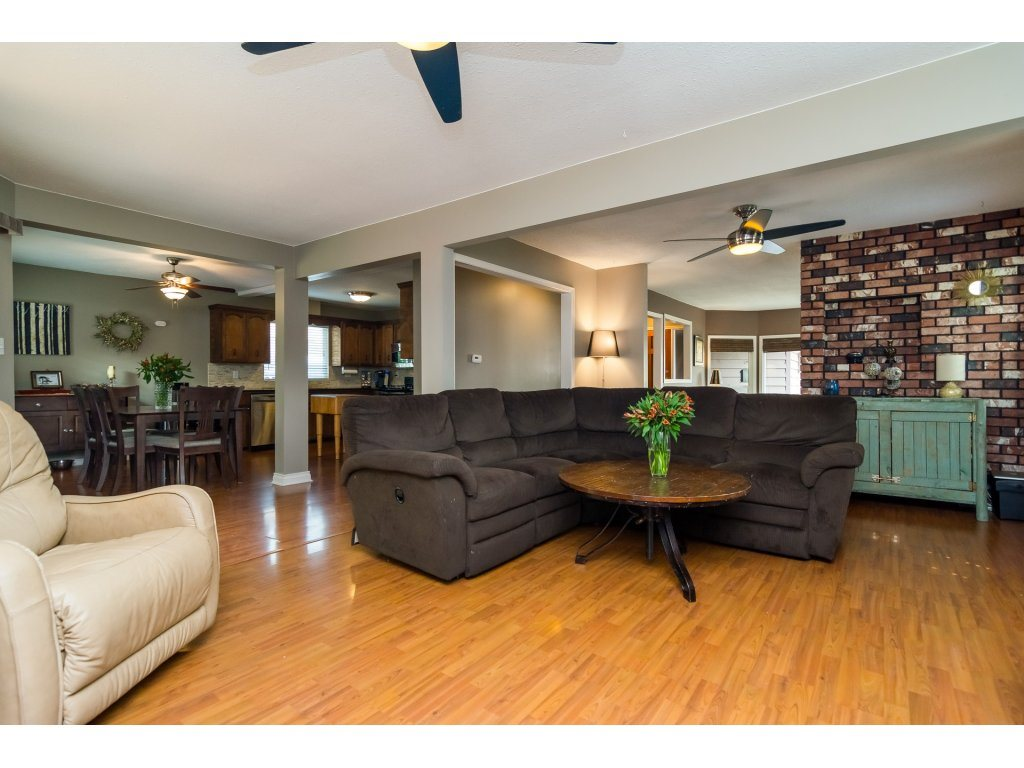 Detached at 19750 50A AVENUE, Langley, British Columbia. Image 6
