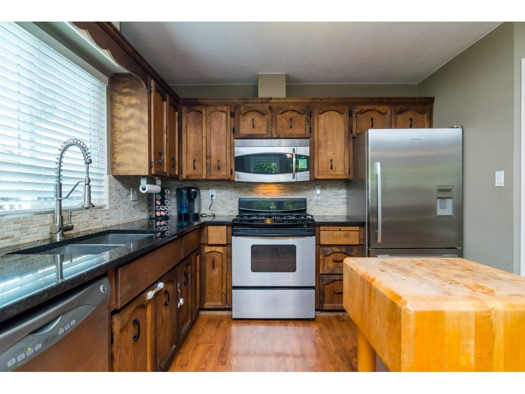 Detached at 19750 50A AVENUE, Langley, British Columbia. Image 10
