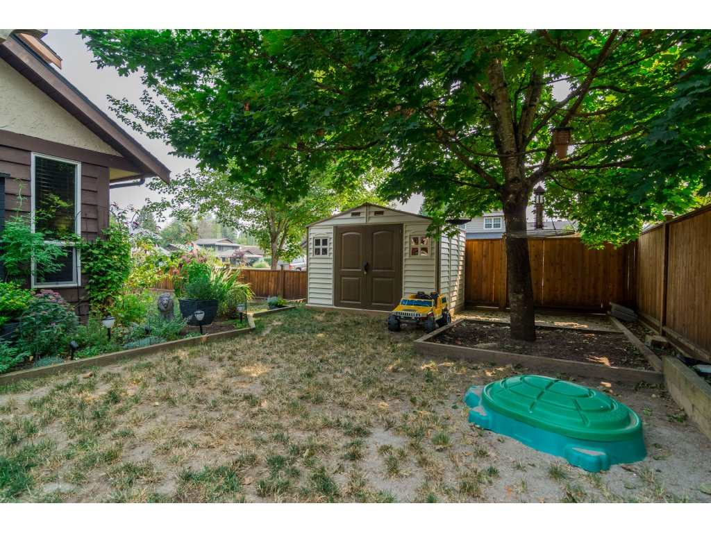 Detached at 19750 50A AVENUE, Langley, British Columbia. Image 18