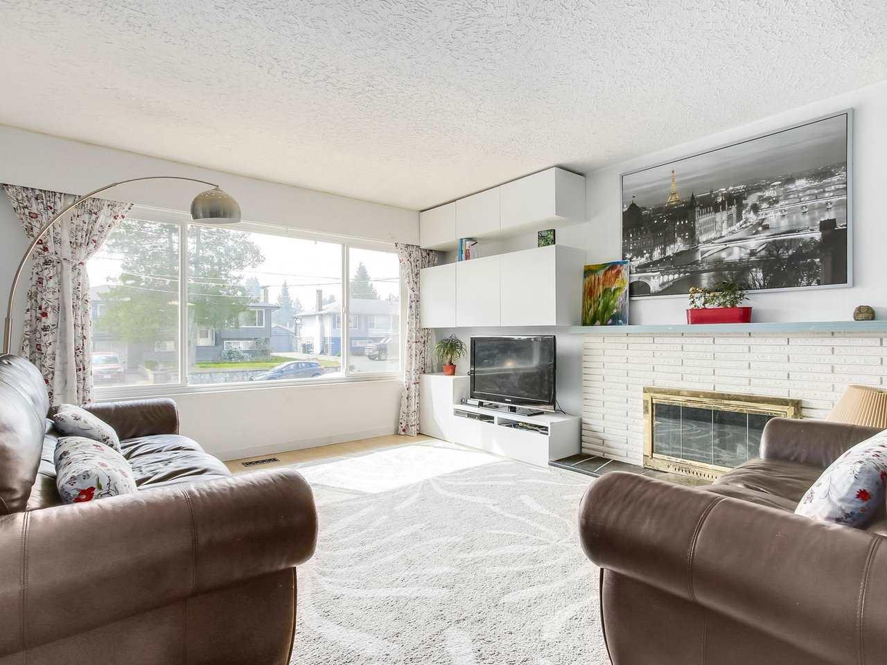 Detached at 703 WILMOT STREET, Coquitlam, British Columbia. Image 3