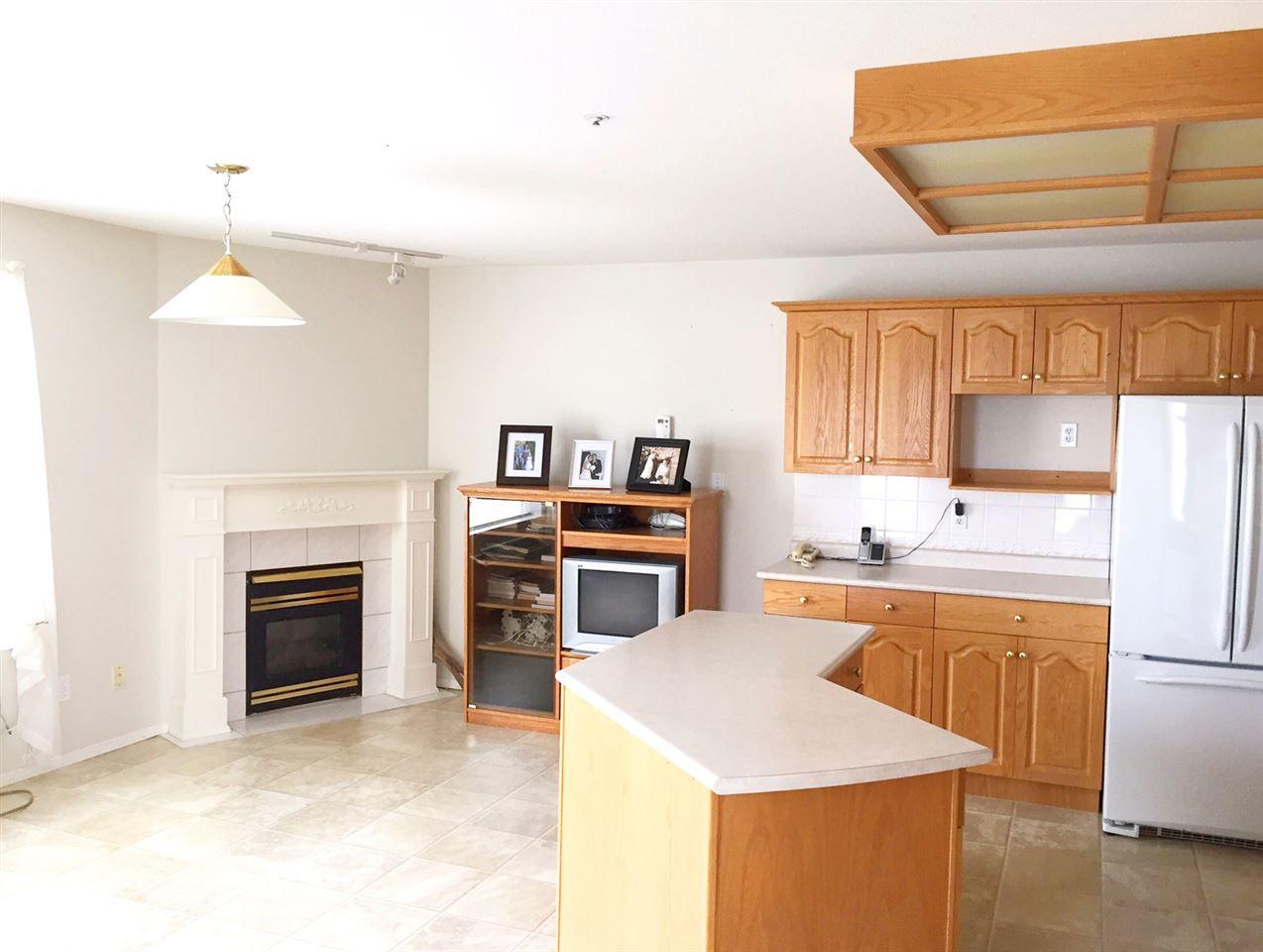 Condo Apartment at 303 2626 COUNTESS STREET, Unit 303, Abbotsford, British Columbia. Image 3