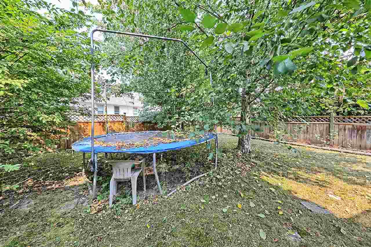 Detached at 9438 156A STREET, Surrey, British Columbia. Image 17
