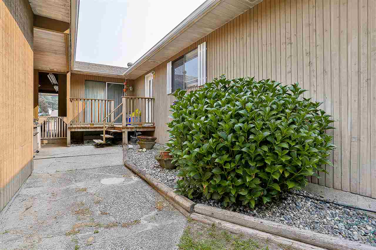 Detached at 24964 54 AVENUE, Langley, British Columbia. Image 16