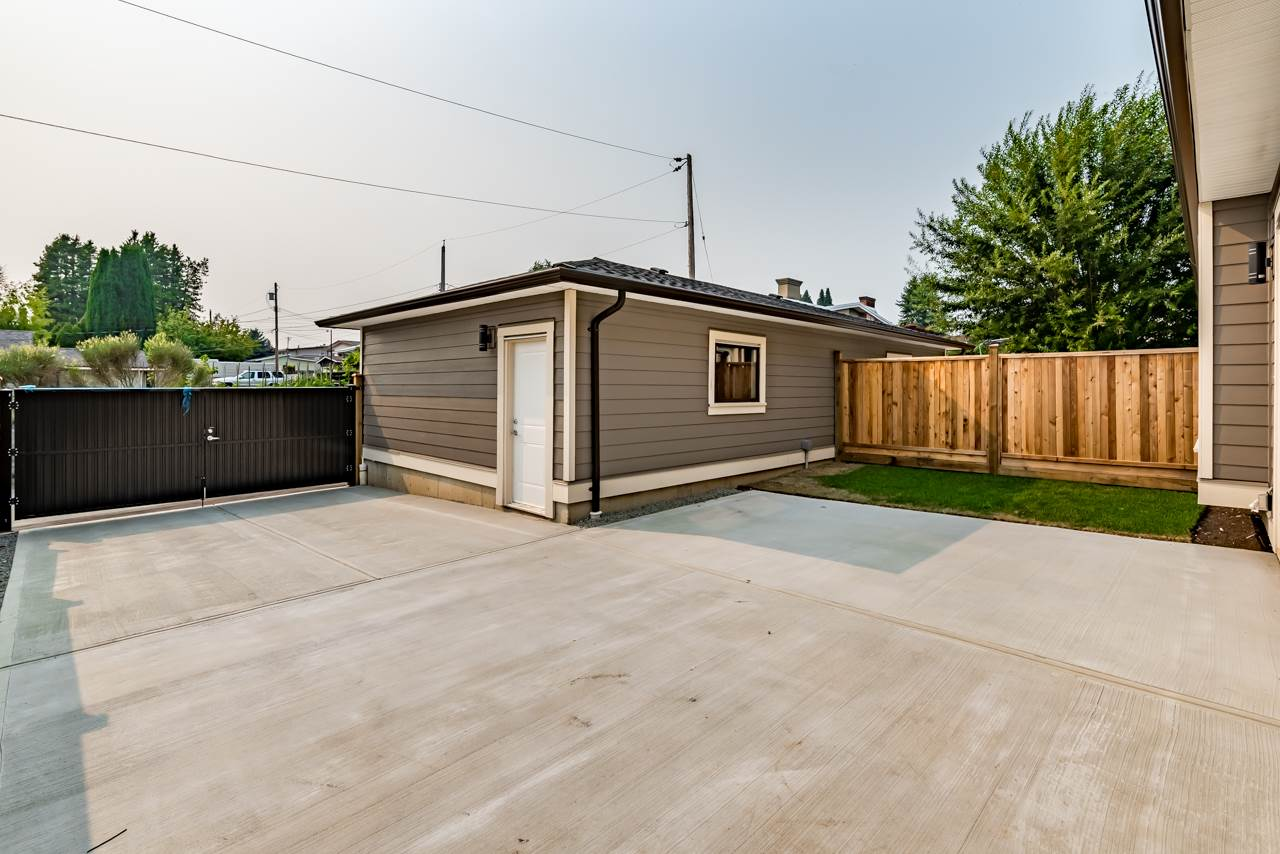 Half-duplex at 1557 SPERLING AVENUE, Burnaby North, British Columbia. Image 20