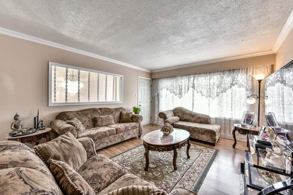 Half-duplex at 7532 118 STREET, N. Delta, British Columbia. Image 4