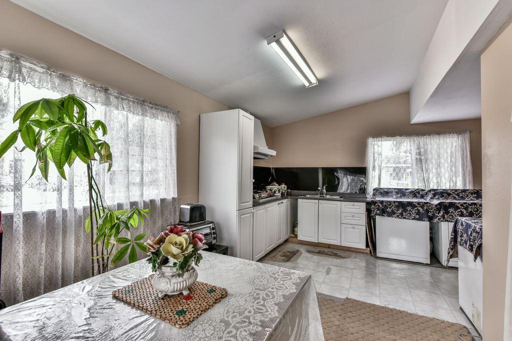 Half-duplex at 7532 118 STREET, N. Delta, British Columbia. Image 8