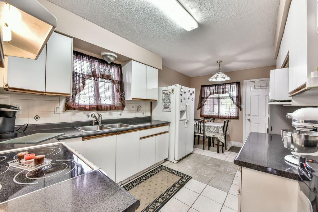 Half-duplex at 7532 118 STREET, N. Delta, British Columbia. Image 9