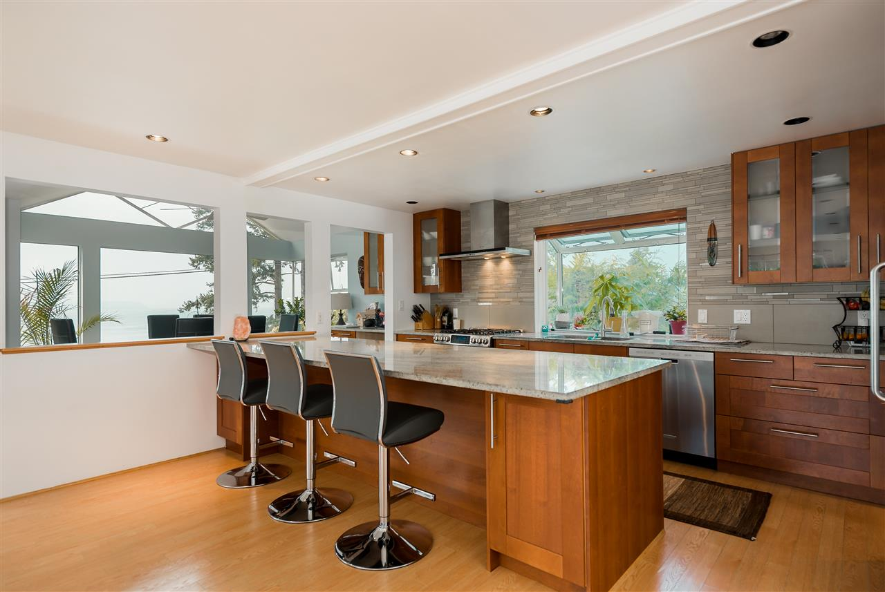 Detached at 4048 ROSE CRESCENT, West Vancouver, British Columbia. Image 8