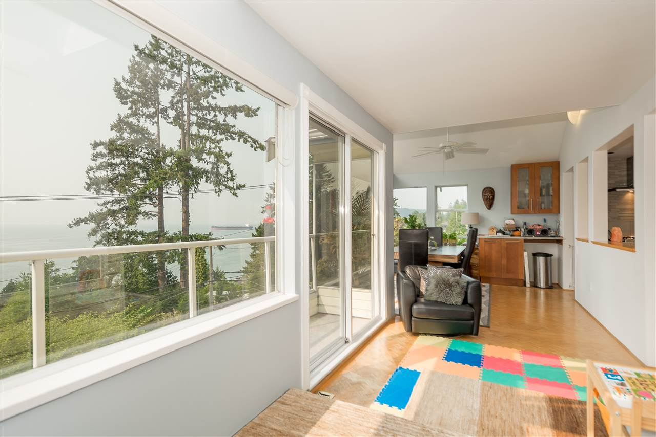 Detached at 4048 ROSE CRESCENT, West Vancouver, British Columbia. Image 10