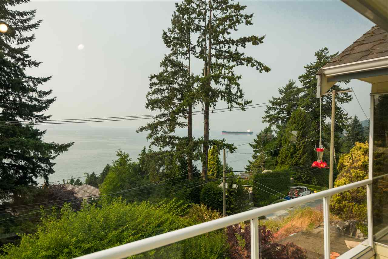 Detached at 4048 ROSE CRESCENT, West Vancouver, British Columbia. Image 11