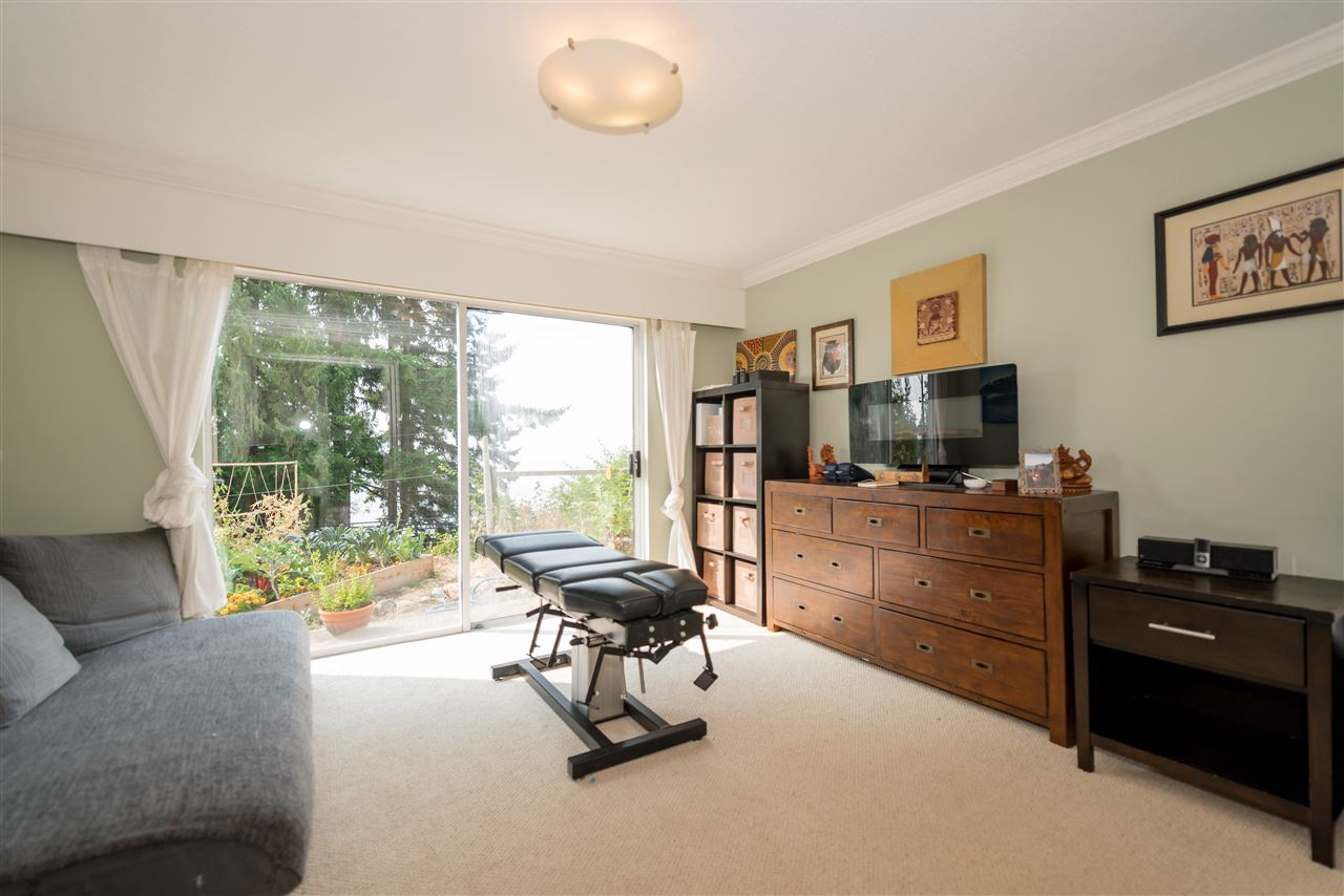 Detached at 4048 ROSE CRESCENT, West Vancouver, British Columbia. Image 15