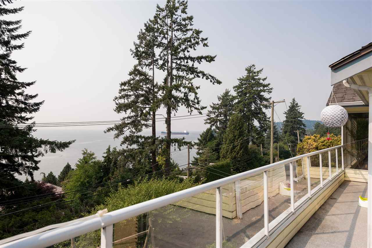 Detached at 4048 ROSE CRESCENT, West Vancouver, British Columbia. Image 18