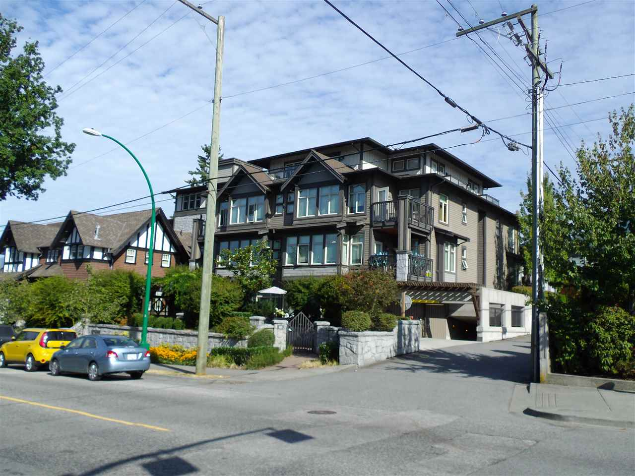 Condo Apartment at 207 116 W 23RD STREET, Unit 207, North Vancouver, British Columbia. Image 1