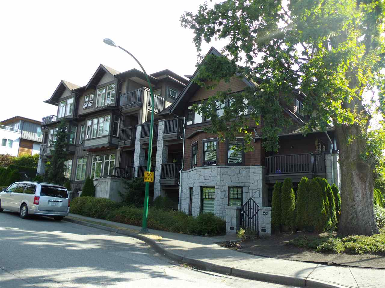 Condo Apartment at 207 116 W 23RD STREET, Unit 207, North Vancouver, British Columbia. Image 2