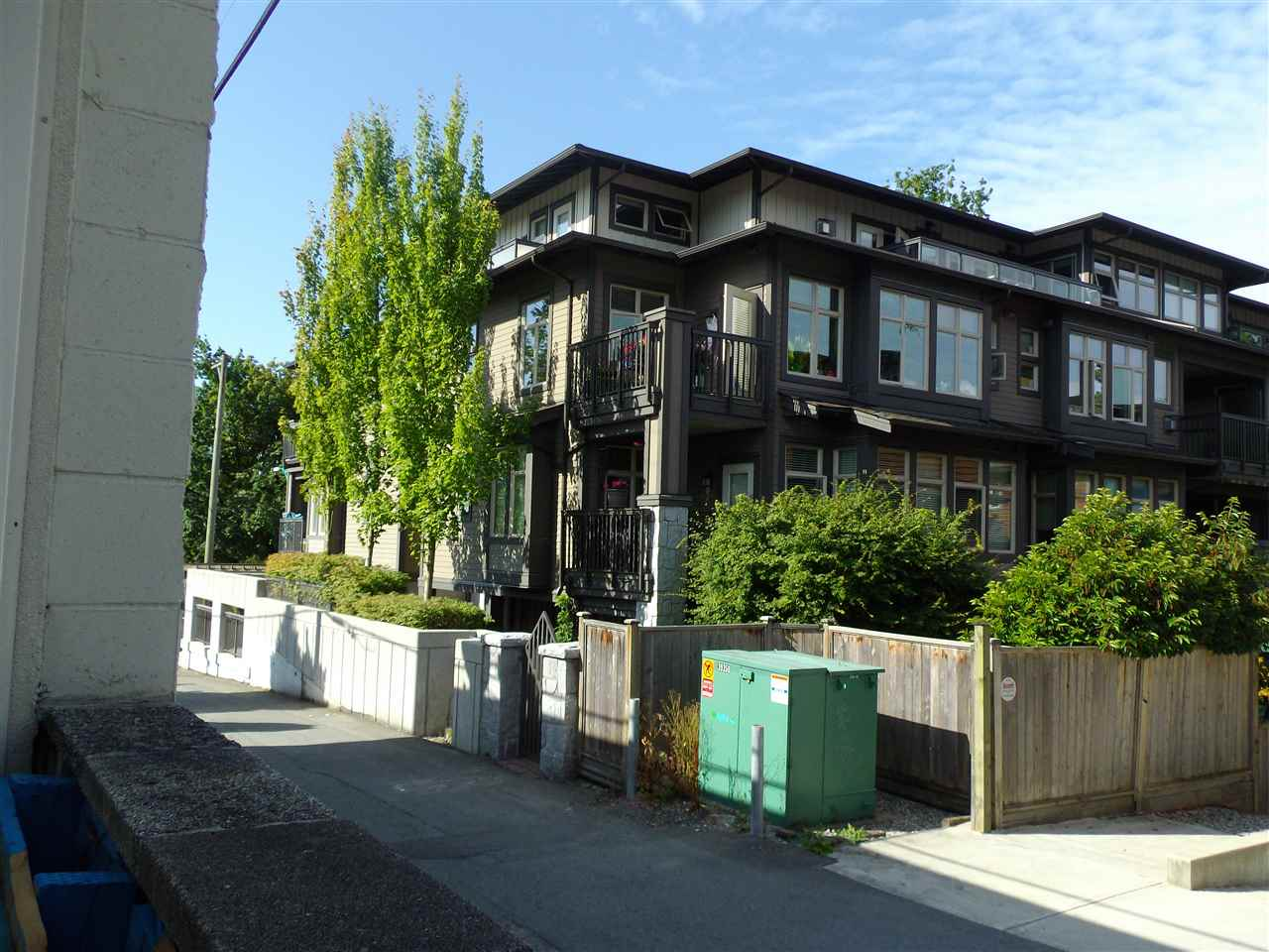 Condo Apartment at 207 116 W 23RD STREET, Unit 207, North Vancouver, British Columbia. Image 3