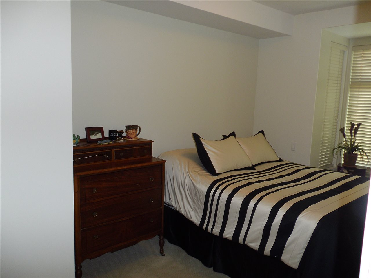 Condo Apartment at 207 116 W 23RD STREET, Unit 207, North Vancouver, British Columbia. Image 6