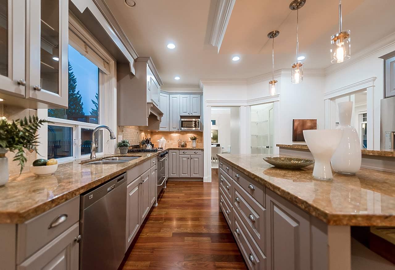 Detached at 969 BELVEDERE DRIVE, North Vancouver, British Columbia. Image 6