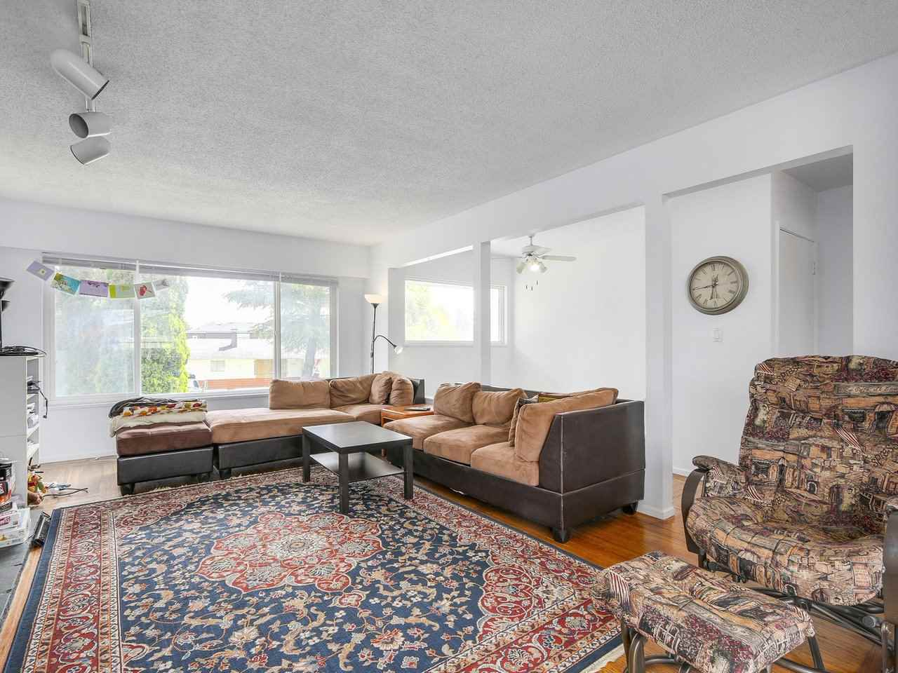 Detached at 10560 AINTREE CRESCENT, Richmond, British Columbia. Image 4