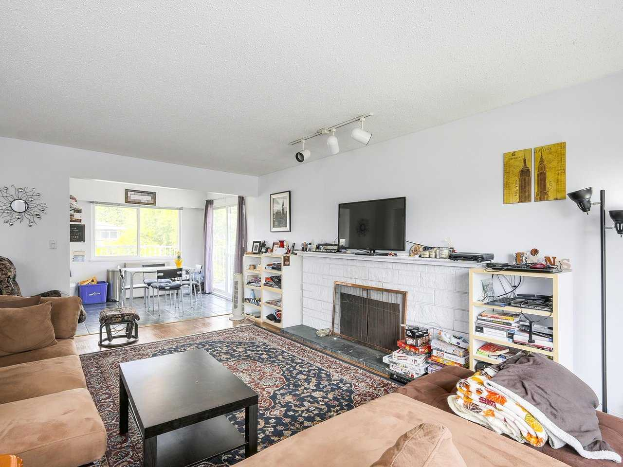 Detached at 10560 AINTREE CRESCENT, Richmond, British Columbia. Image 5