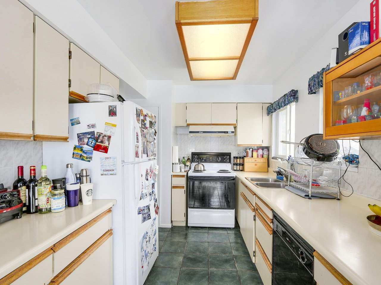 Detached at 10560 AINTREE CRESCENT, Richmond, British Columbia. Image 6