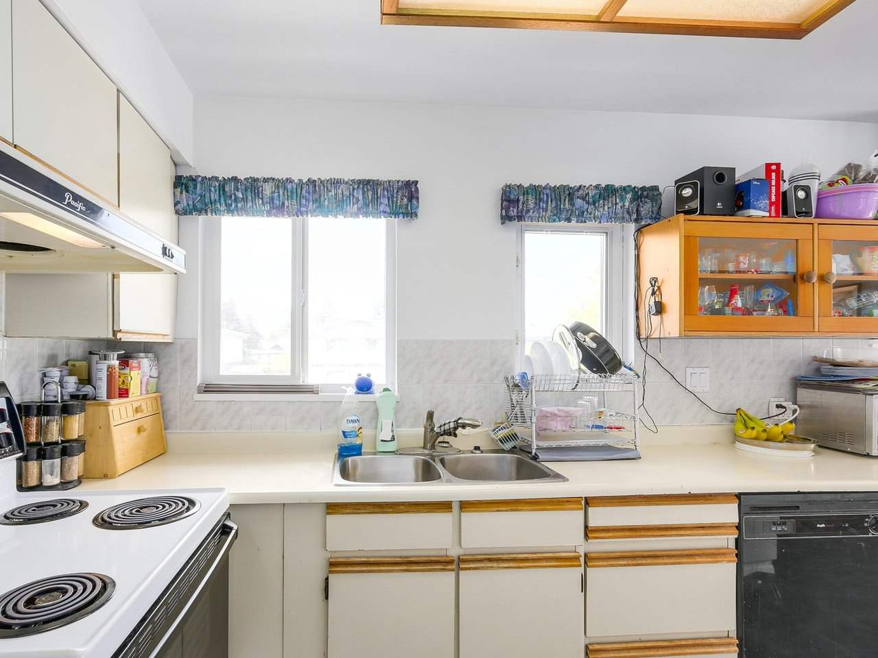 Detached at 10560 AINTREE CRESCENT, Richmond, British Columbia. Image 7