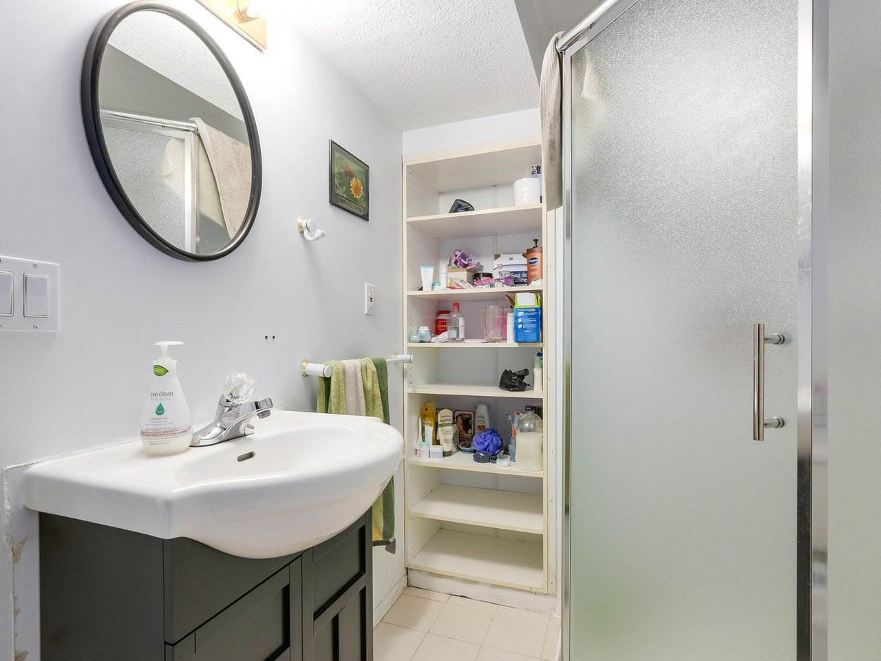Detached at 10560 AINTREE CRESCENT, Richmond, British Columbia. Image 15