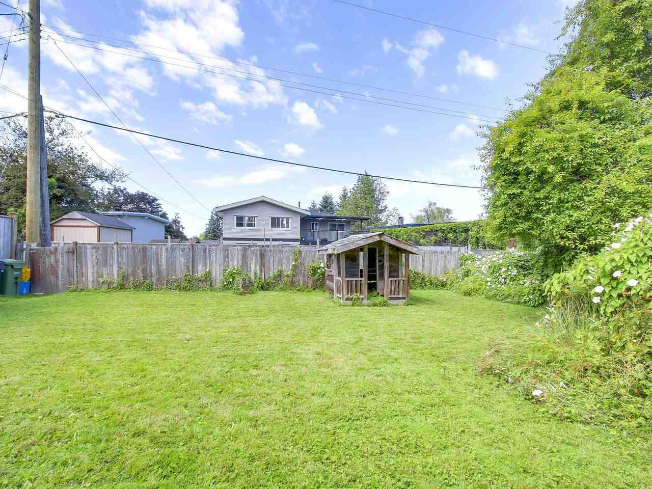 Detached at 10560 AINTREE CRESCENT, Richmond, British Columbia. Image 18