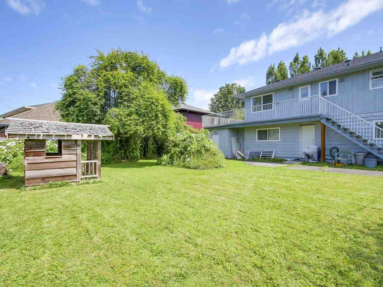 Detached at 10560 AINTREE CRESCENT, Richmond, British Columbia. Image 19