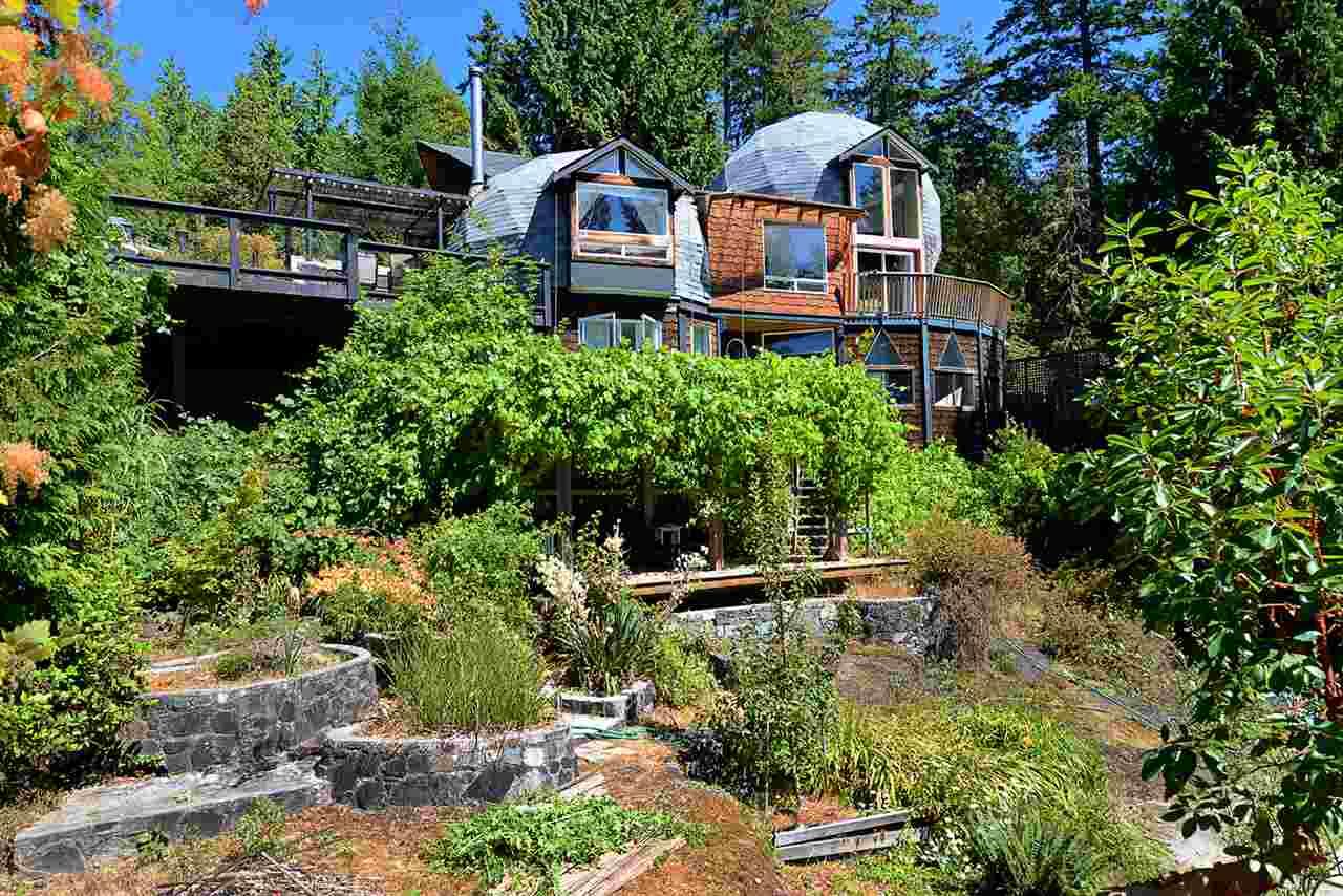 Detached at 6758 SUNSHINE COAST HIGHWAY, Sunshine Coast, British Columbia. Image 1