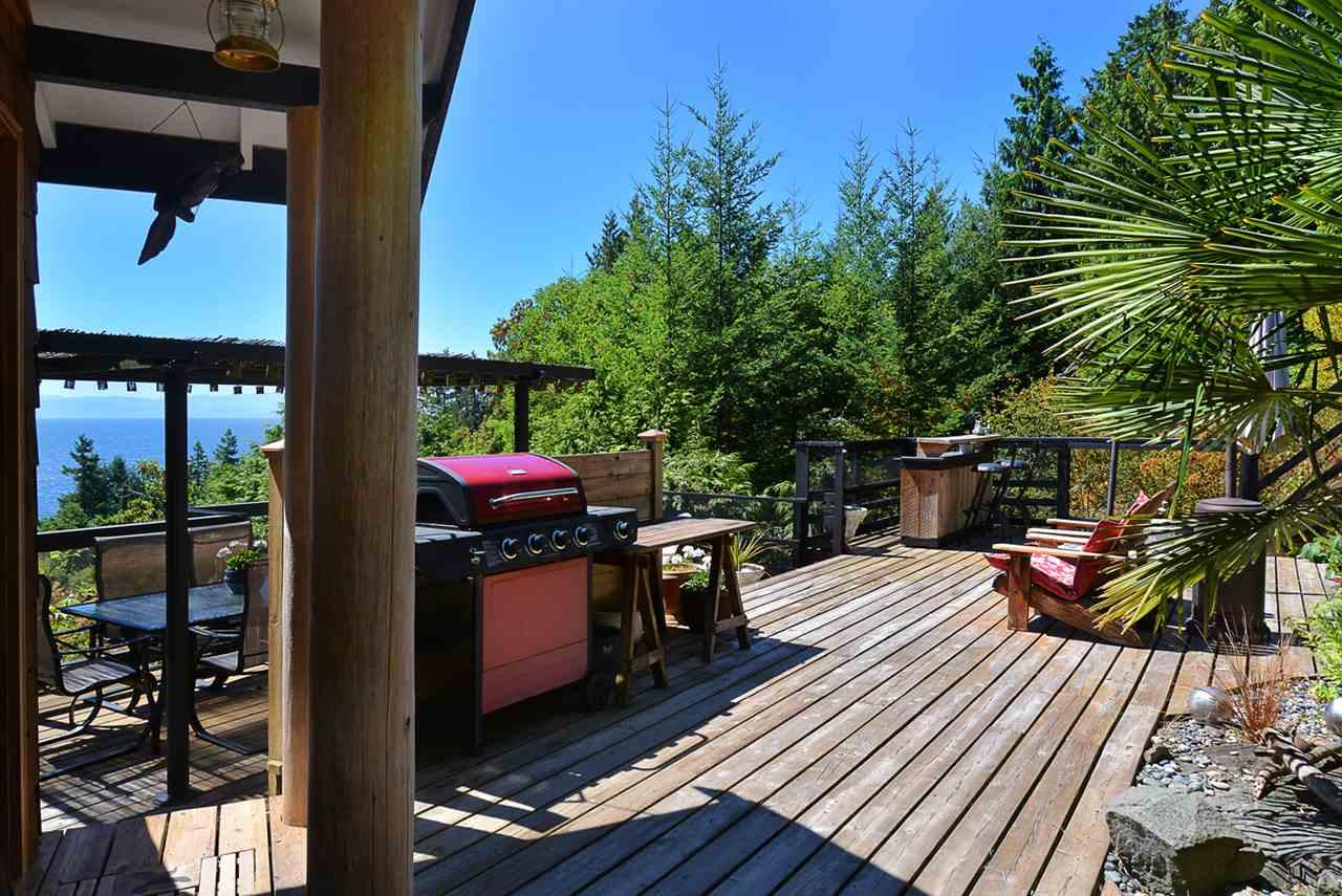 Detached at 6758 SUNSHINE COAST HIGHWAY, Sunshine Coast, British Columbia. Image 14