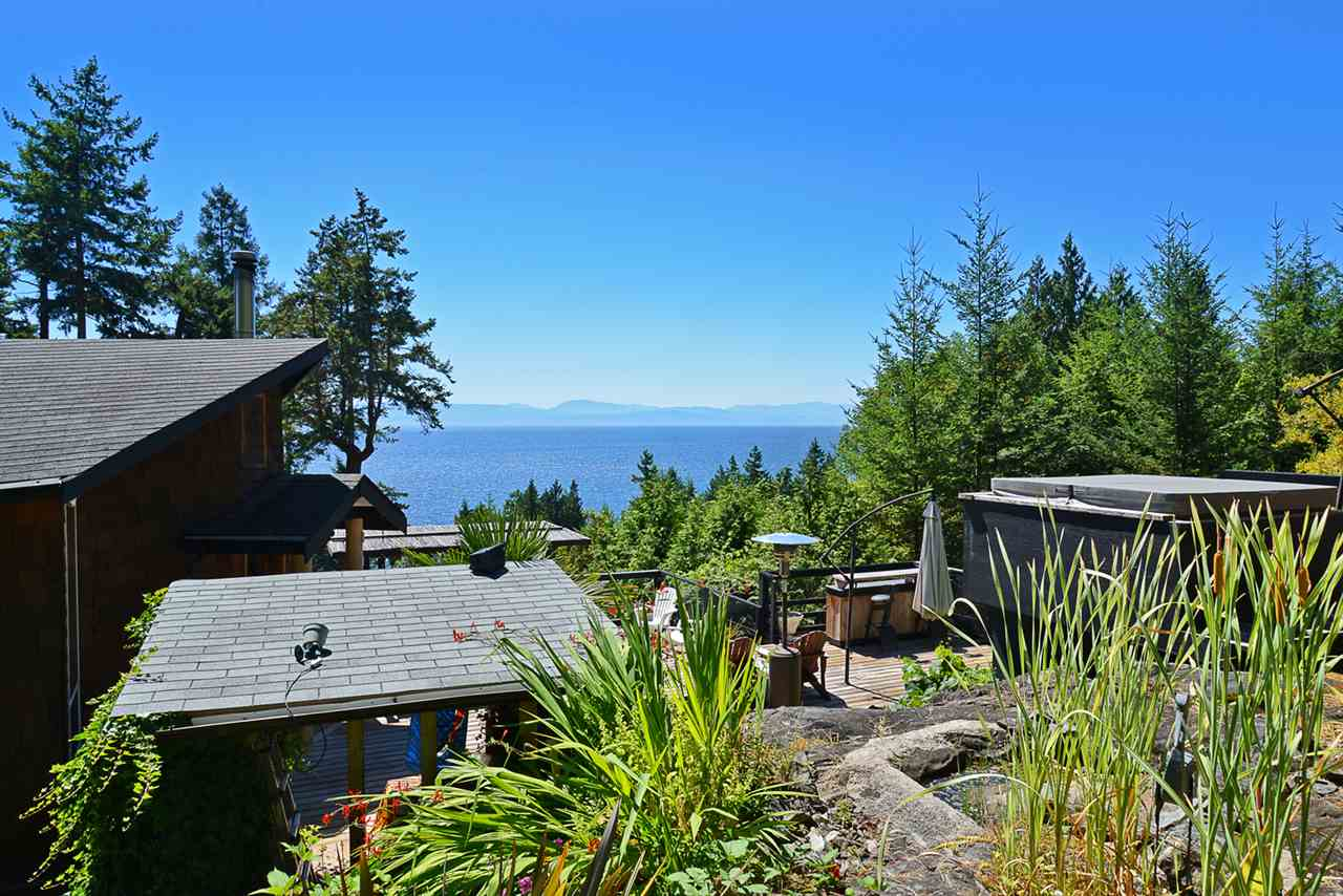 Detached at 6758 SUNSHINE COAST HIGHWAY, Sunshine Coast, British Columbia. Image 15