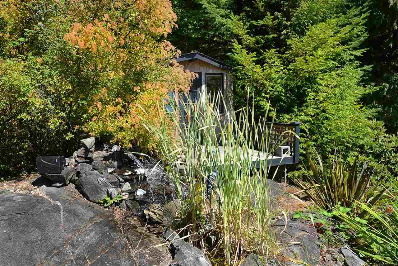 Detached at 6758 SUNSHINE COAST HIGHWAY, Sunshine Coast, British Columbia. Image 16
