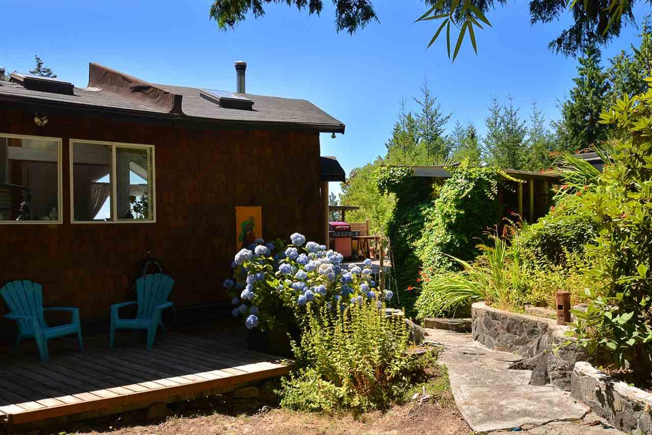 Detached at 6758 SUNSHINE COAST HIGHWAY, Sunshine Coast, British Columbia. Image 17