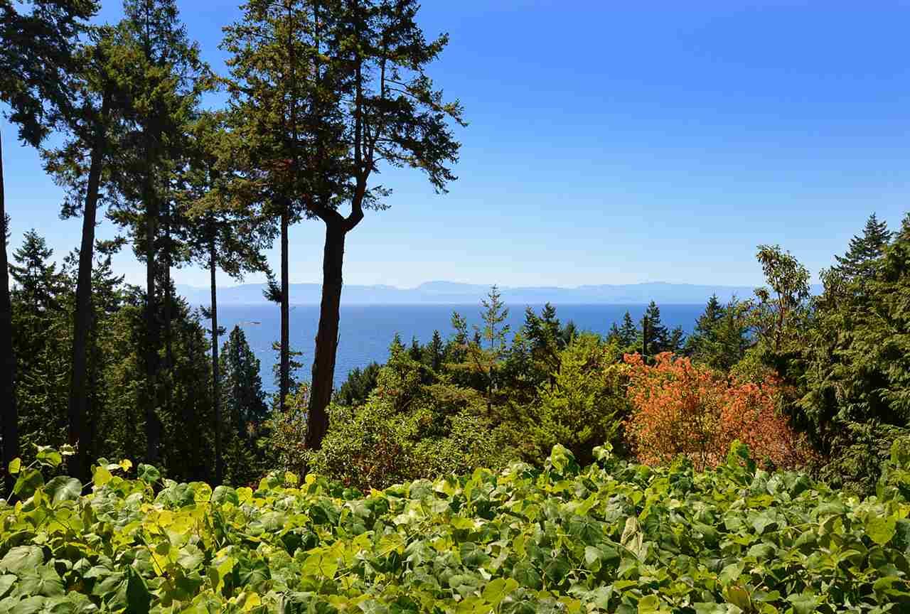 Detached at 6758 SUNSHINE COAST HIGHWAY, Sunshine Coast, British Columbia. Image 19