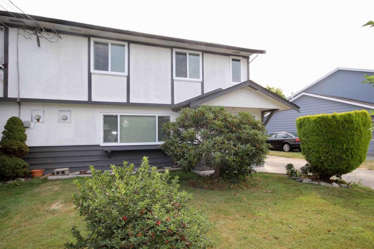 Half-duplex at 5227 MAPLE CRESCENT, Ladner, British Columbia. Image 2