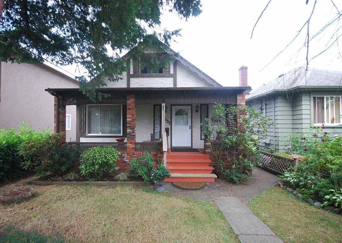 Detached at 5591 SHERBROOKE STREET, Vancouver East, British Columbia. Image 1
