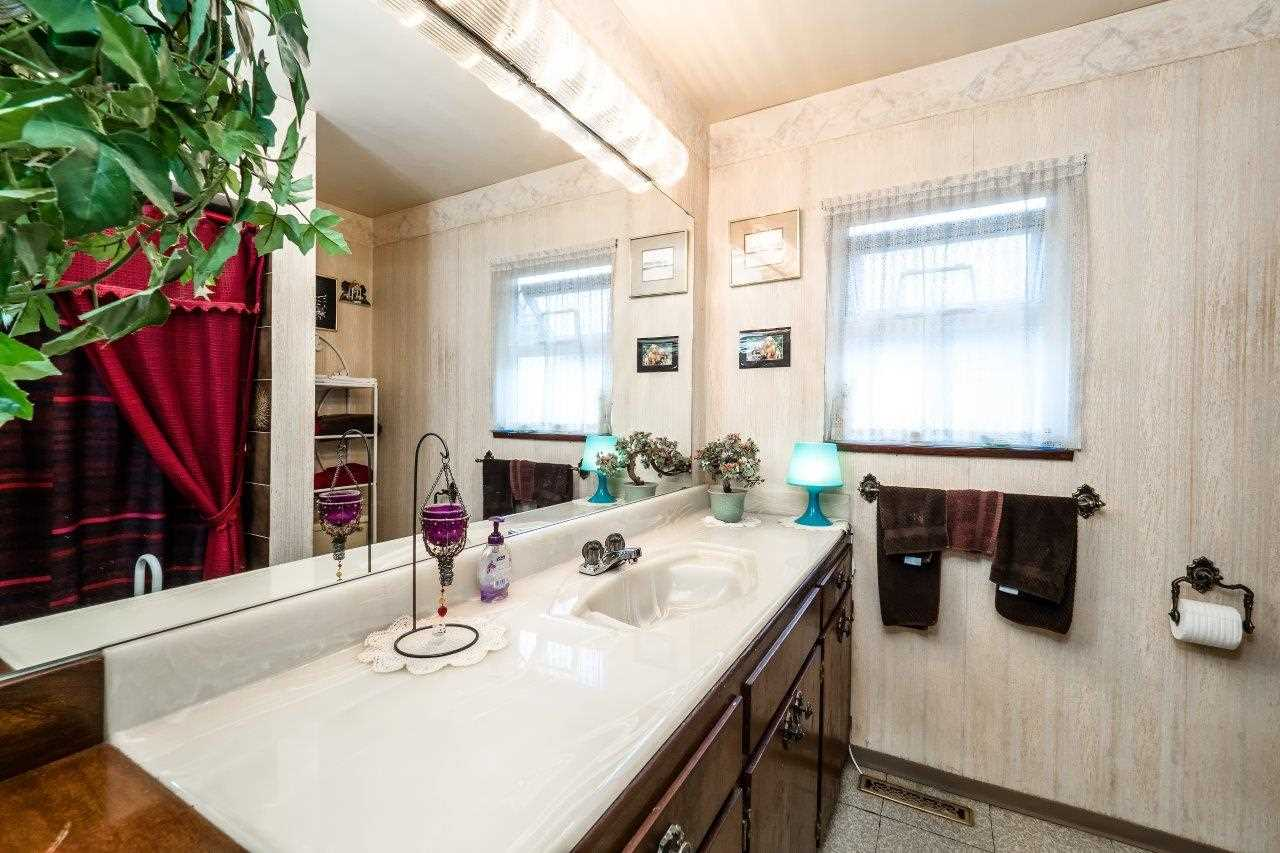 Detached at 41 FELL AVENUE, Burnaby North, British Columbia. Image 11