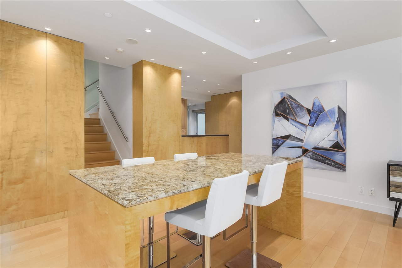 Townhouse at 403 BEACH CRESCENT, Vancouver West, British Columbia. Image 6